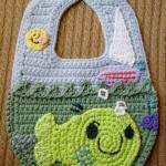 yeşil balık desenli bebek önlük modeli