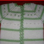 yeşil beyaz tek şiş örgülü yelek modeli