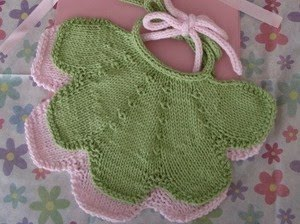 yeşil pembe yeni doğan bebek önlük modeli
