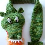 yeşil timsah desenli örgü bebek atkısı