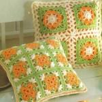 yeşil turuncu çiçekli örgü kırlent modeli