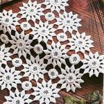 yuvalı motifli dantel örtü modeli