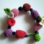 çiçek desenli rengarenk örgü bilezik modeli
