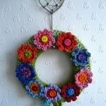 çiçek desenli yuvarlak örgü duvar süsü örneği