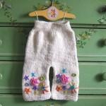 çiçek işlemeli örgü bebek pantolon örneği