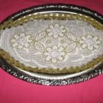 çiçek motifli dantel tepsi örtüsü modeli