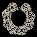 çiçek motifli dantel yaka örneği