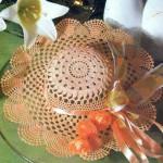 açık kahverengi şapka desenli örgü duvar süsü modeli