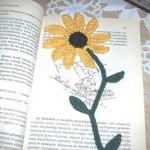 ay çiçeği desenli örgü kitap ayraco modeli
