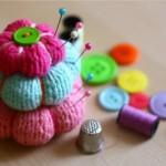 büyüklü küçüklü çiçek desenli örgü iğnelik modeli