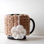beyaz çiçek desenli örgü bardak kılıfı modeli