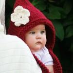 beyaz çiçekli şirin örgü bebek beresi modeli