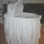 beyaz çok şık bebek beşik sepeti modeli
