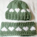 beyaz kalp desenli yeşil bere ve saç bandı modeli