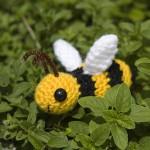 beyaz kanatlı amigurumi bal arısı modeli
