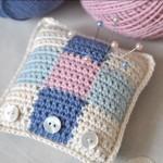 beyaz mavi örgü iğne yastığı modeli
