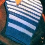 beyaz mavi eldiven şeklinde örgü tutacak modeli