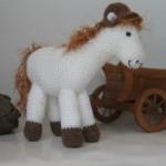 beyaz midilli atından örgü oyuncak modeli