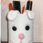 beyaz tavşan desenli örgü kalemlik modeli