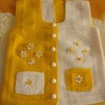 cepli sarı çiçekli iki renkli örgü beebk süveteri modeli