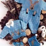 düğmeli mavi örgü bebek tulumu ve hırkası