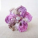 eflatun çiçek desenli örgü takı modeli