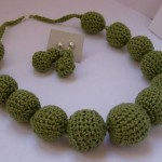 fıstık yeşili örgü kolye ve küpe modeli