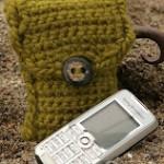 fıstık yeşili düğmeli örgü telefon kılıfı