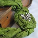 fıstık yeşili taşlı kumaş kolye modeli