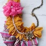 farklı desenli kumaşlardan kumaş kolye modeli