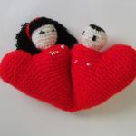 iki sevgili figürlü örgü kalpli anahtarlık modeli