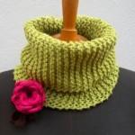 pembe çiçekli fıstık yeşili örgü boyunluk modeli