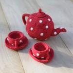 kırmızı çay fincan seti örgü oyuncak modeli