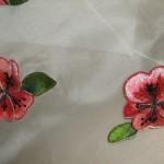 kırmızı çiçek desenli çin iğnesi nakış örneği