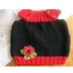 kırmızı çiçekli iki renkli örgü bebek süveter modeli