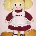 kırmızı beyaz elbiseli örgü oyuncak bebek modeli