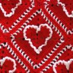 kırmızı beyaz kalp desenli örgü battaniye modeli