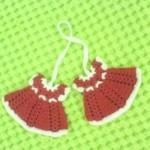 kırmızı elbise desenli örgü buzdolabı modeli
