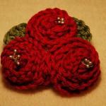 kırmızı güllü örgü çiçek modeli
