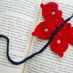 kırmızı kelebek desenli örgü kitap ayracı modeli