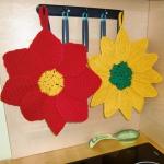 kırmızı sarı çiçek desenli örgü tutacak modelleri