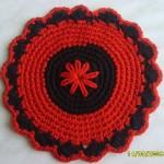 kırmızı yuvarlak çiçek desenli örgü nihale modeli