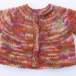 kısa kollu iki renkli örgü bebek süveter modeli