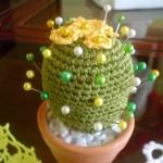 kaktüs çiçeği desenli örgü iğnelik modeli