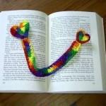 kalp desenli rengarenk örgü kitap ayracı modeli