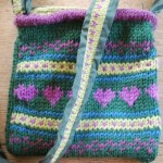 kalp motifli mavi örgü çanta modeli