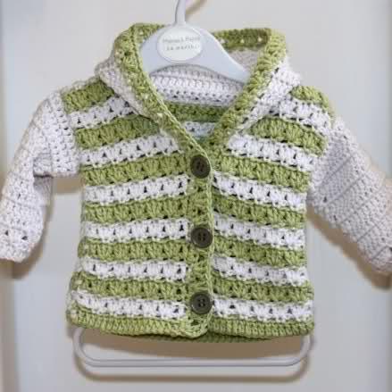 kapşonlu iki renkli örgü bebek süveteri modeli