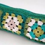 kare motifli örgü yeşil kalemlik modeli