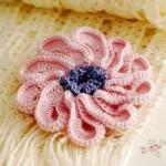 katmerli çiçek desenli örgü aplike modeli