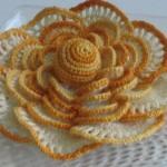 katmerli sarı beyaz örgü çiçek modeli